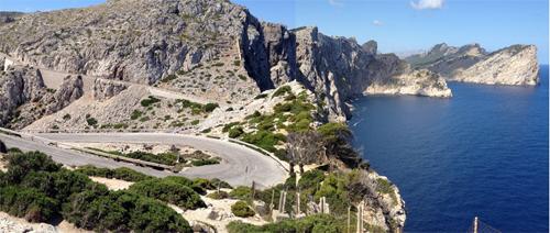 Utsikt från fyren längst ute på Formentorhalvön