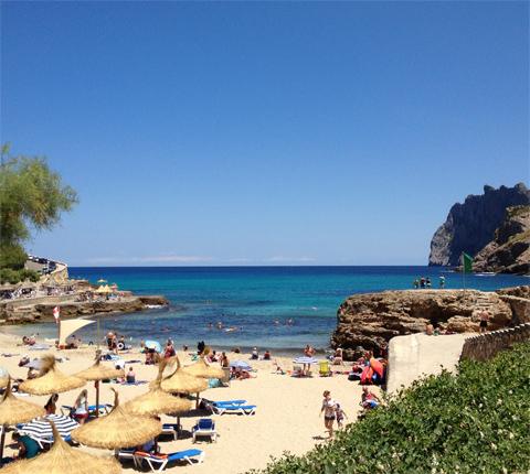 Vy ut mot havet från Cala San Vicenc